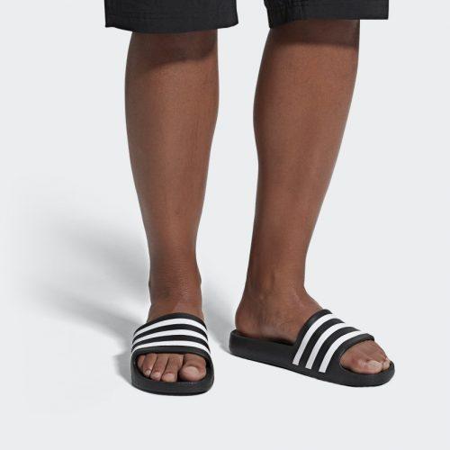Adidas Badslippers in diverse kleuren voor €14,95
